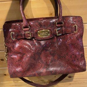 A SUPER cute and stylish Michael Kors bag!